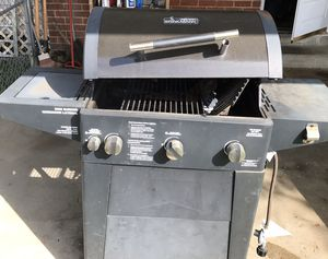 Gas grill for Sale in Capitol Heights, MD