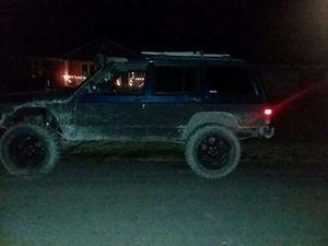 2001 jeep Cherokee xj 4x4 for Sale in Elwood, IL