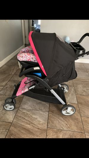 car seat and 2 in 1 stroller for Sale in Joplin, MO