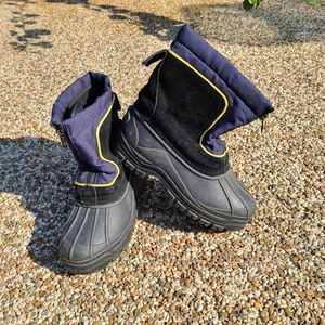 Kids snow boots size 2 for Sale in Alhambra, CA