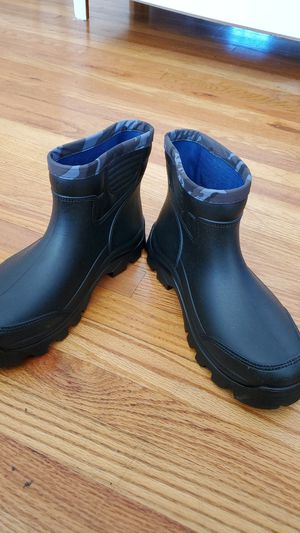 Crown jewels rain boots for Sale in La Mesa, CA