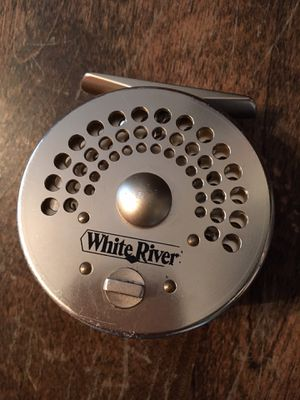 WHITE RIVER FLY FISHING REEL! GOOD CONDITION! WOOD HANDLE! M SIZE! for Sale in Burr Ridge, IL