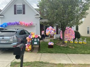 Outdoor balloons decoration (inbox for prices) for Sale in Lake Park, NC