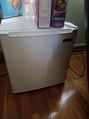 Magic chef mini fridge for Sale in Queens, NY