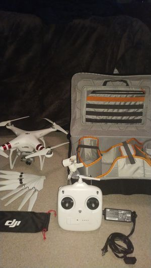 DJI- Phantom 3 w/ extra blades and Rugid carrying case for Sale in Billerica, MA