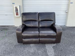 50% OFF // COSTCO Zach Leather Power Loveseat for Sale in Deerfield Beach, FL