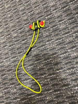 Monster Isport Superslim Bluetooth Wireless In-ear Headphones Neon for Sale in Lincoln Park, MI