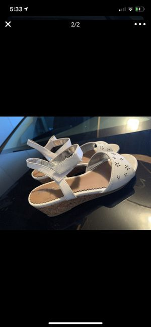Girls sandals size 4 great condition for Sale in Concord, CA