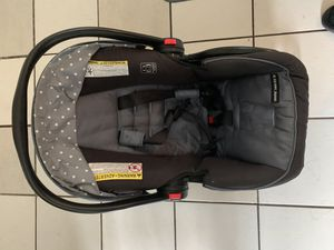 Graco SnugRide SnugLock 30 LX infant click connect car seat for Sale in Peabody, MA