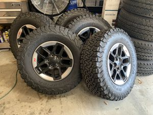 2018 Jeep Rubicon 5 wheels and tires OEM under 500 miles driven on tires for Sale in Myersville, MD