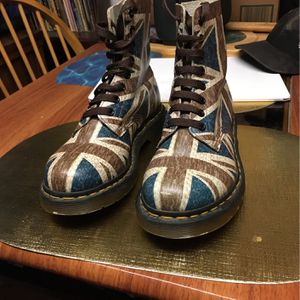 Girl Dr. Martens British flag Boots Size 7 Mint Condition . for Sale in Old Bridge Township, NJ