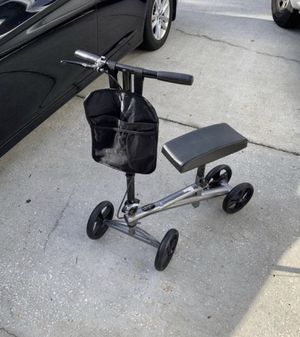 Lifestyles DISABILTY aid Knee walker i. Was 250 new it's in like new condition. for Sale in Palm Harbor, FL