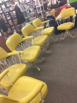 Set of 6 Chairs (no tears) for Sale in Saint Robert, MO