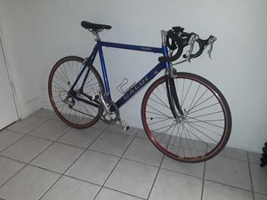 Bicicleta CHIMANO ULTEGRA for Sale in Hialeah, FL