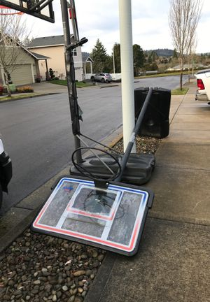 Free Basketball hoop for Sale in Gresham, OR