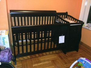 Sorelle Princeton's Convertible Crib and Changer + Sealy Mattress for Sale, used for sale  Brooklyn, NY
