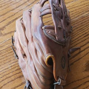 Baseball ⚾️ Glove Wilson for Sale in Mather, CA