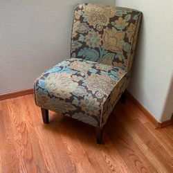 Accent Chair for Sale in Lynnwood,  WA