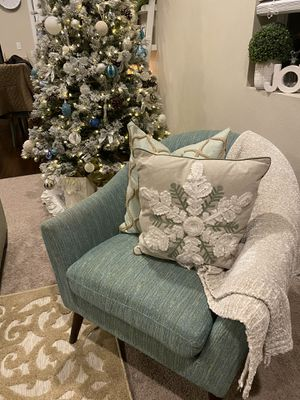 Accent chair for Sale in Puyallup, WA
