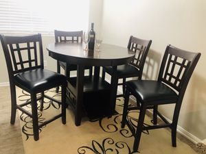 Beautiful Coaster Dining Table (4) Chairs for Sale in Las Vegas, NV