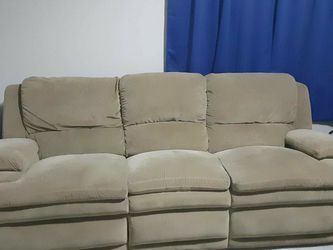 FREE Lay-z-boy Double Recliner Couch for Sale in Nashville,  TN
