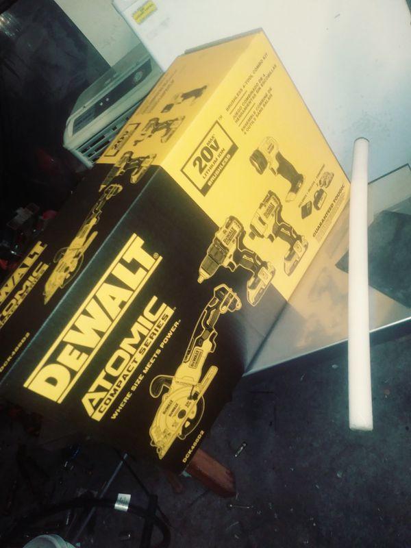 DeWalt Atomic 20V Combo Tools Kit.