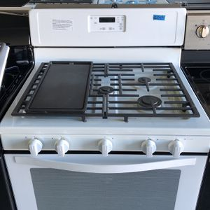 BRAND NEW WHIRLPOOL WHITE GAS STOVE 5 BURNER for Sale in Las Vegas, NV