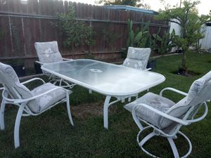 Patio table set for Sale in Bloomington, CA