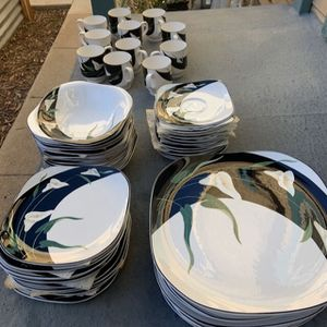 Very Beautiful China Set for Sale in Las Vegas, NV