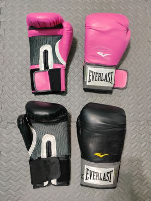 Punching bag gloves/ boxing 2 pairs or 1 for Sale in Miami, FL