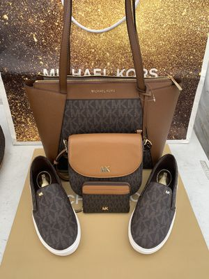 MICHAEL KORS SET NWT🌹🌷🌹🌷 Michael Kors Keaton Slip-On Logo Sneakers size 8 I'm only selling as a set Serious inquires only please Low offers will be for Sale in Pico Rivera, CA