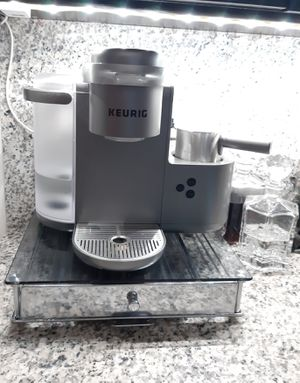 Keurig with drawer for Sale in Oakland Park, FL