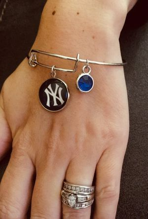 NY Yankees Adjustable Bangle Bracelet. Comes With Gift Pouch. for Sale in New Haven, CT