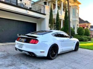White'17 Ford Mustang GT 🚭 for Sale in Grand Blanc, MI