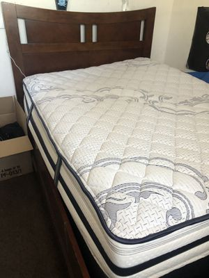 Queen size frame and mattress for Sale in Long Beach, CA