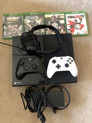 Xbox 1, Turtle beach headset, 2 controllers and games for Sale in Garden City, MI