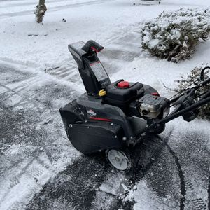 """Snow blower 22"""" Like New Use Few Times for Sale in Middletown, CT"""