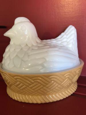 Avon Vintage Rooster Milk Glass Hen Nest Dish Collectible PLZ READ BELOW... for Sale in Avondale, AZ