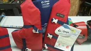 2 like new life vest for Sale in Bridge City, TX