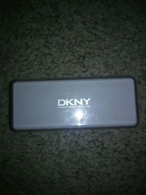 ☀DKNY SUNGLASSES CASE OR EYE GLASSES for Sale in Schaumburg, IL