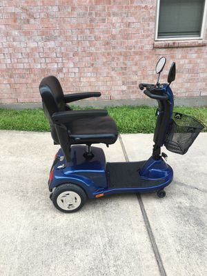 Golden Scooter for Sale in Houston, TX