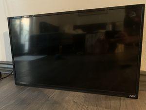 Vizio 32' HDTV with Remote for Sale in Los Angeles, CA