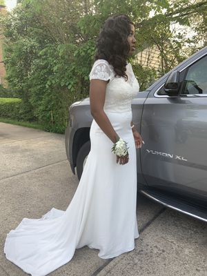 Wedding Dress For Sale. White Burn for Sale in Cleveland Heights, OH
