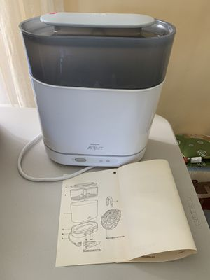 Avent bottle 4 in 1 steamer for Sale in Los Angeles, CA