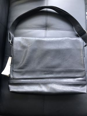 Brand New Kenneth Cole Messenger Bag for Sale in Duluth, GA