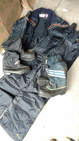 Men's size large snowmobile jacket men's size large snowmobile bib overalls . Men's size 9 in men's size 8 boots all $35. for Sale in Frankfort, IL