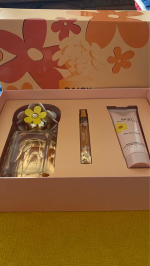 MARC JACOBS DAISY SO FRESH for Sale in Rowland Heights, CA