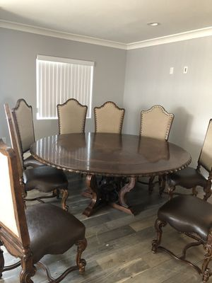 Round dining table with 8 chairs for Sale in Glendale, CA
