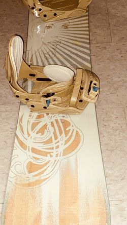 BRAND NEW- LAMAR 164cm FASCINATION BOARD/ K2 BINDINGS (womens) $300 OBO for Sale in Colorado Springs,  CO