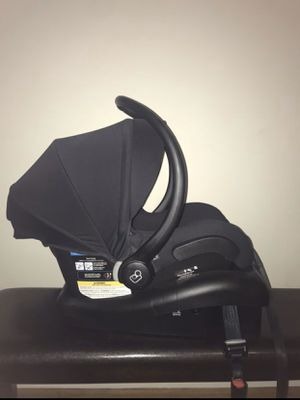 Maxi cosi car seat and base for Sale in Huntington Park, CA